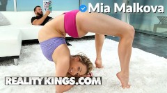 Realitykings – PAWG Mia Malkova shows off her flexibility and deepthroats