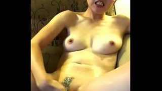 Horny Samantha fingering her juicy pussy