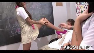 Ravishing brunette hair babe gives a spicy footjob to lucky dude